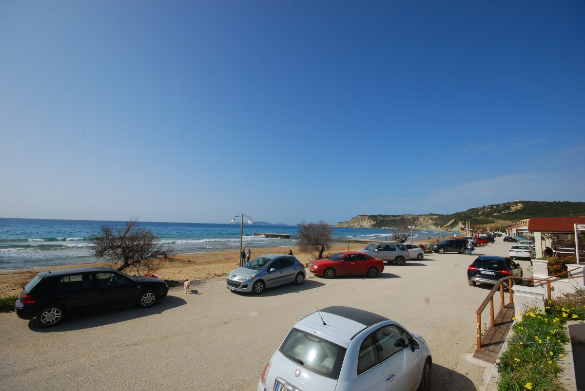 arillas beach full of cars